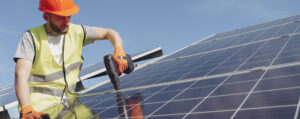 A home solar system expert installing solar panels.